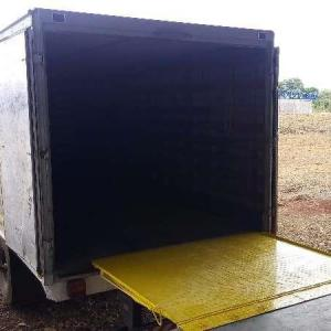 Plataforma para descarregar caminhão
